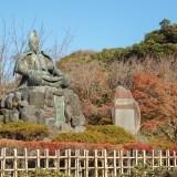 頼朝が見守る紅葉の名所/鎌倉 源氏山公園