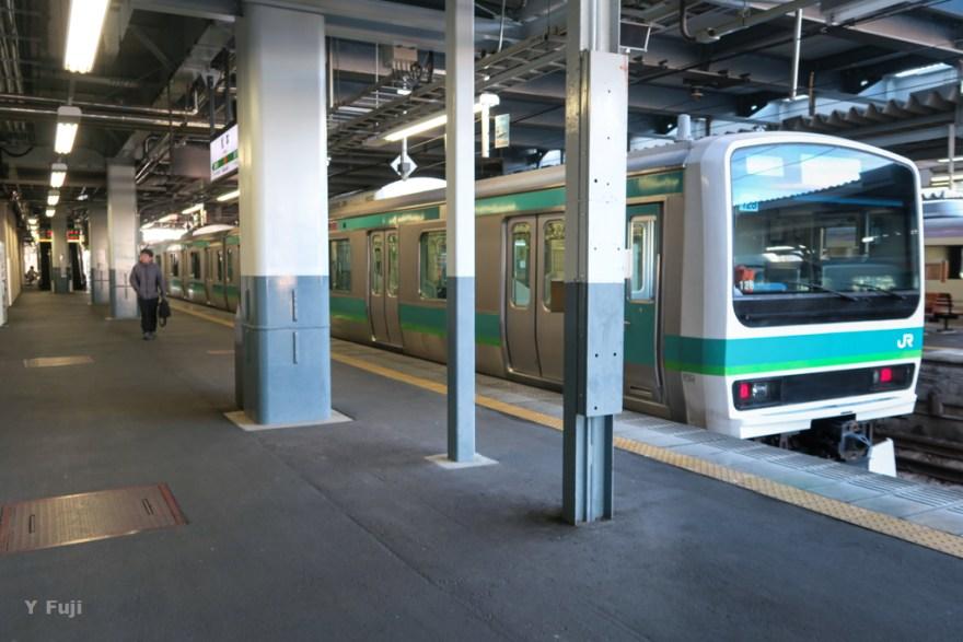 松本駅に停車するE231