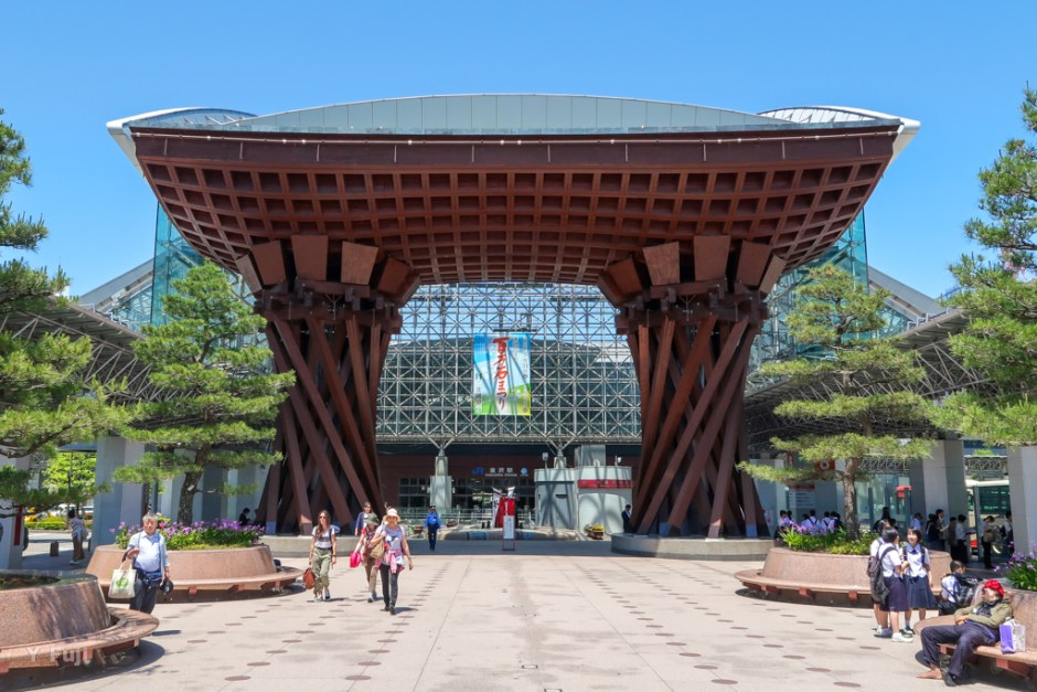 JR金沢駅前