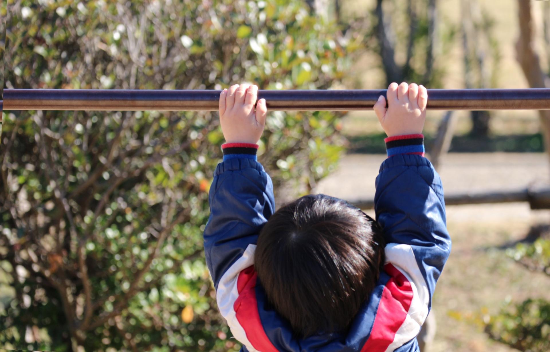 懸垂を行うと筋肉のどこに効果があるのか、詳しく説明します