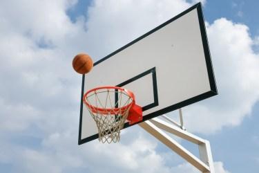 バスケのシュートは回転とアーチ状に高くが成功率をあげるコツ