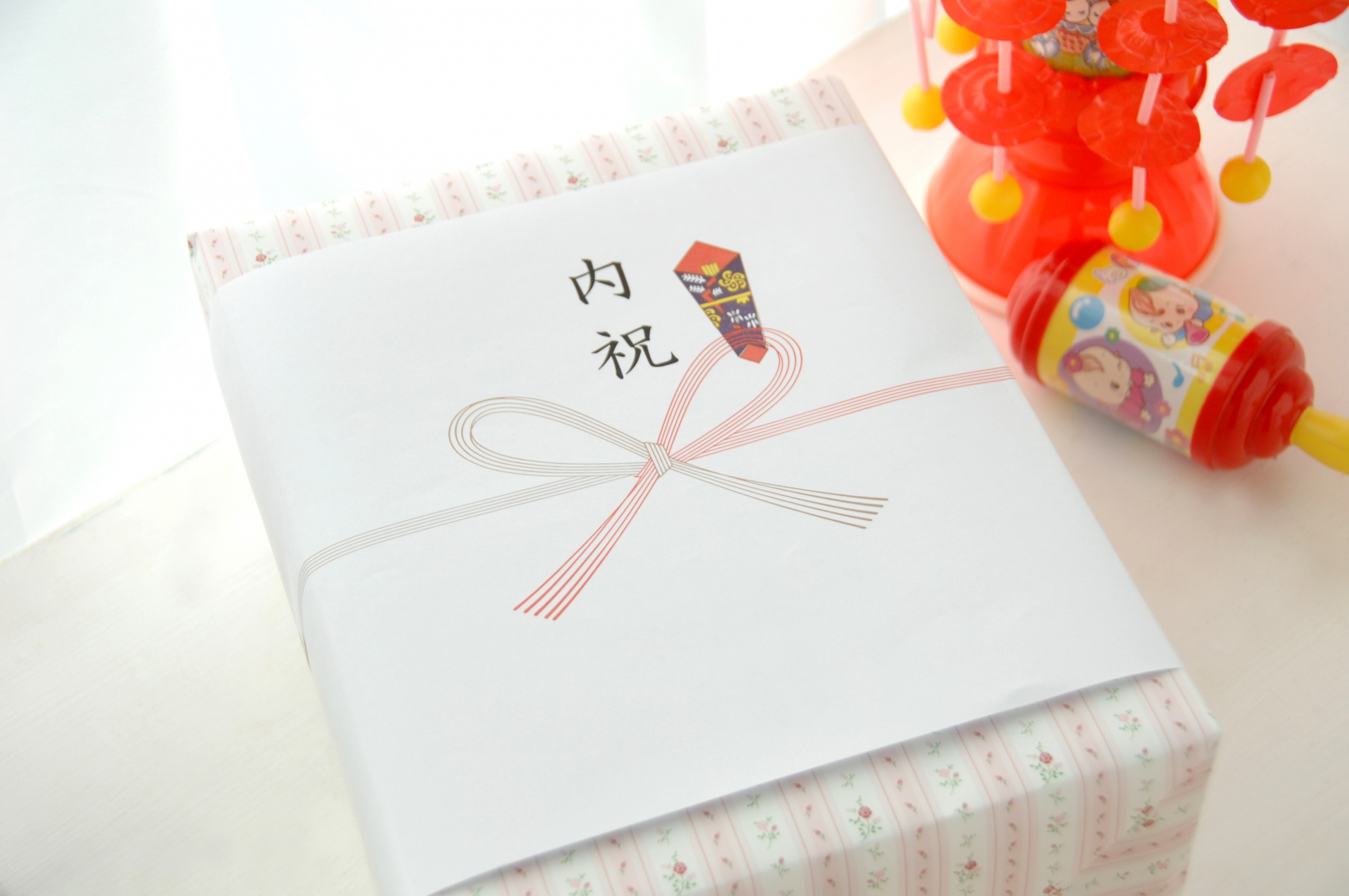 友人への出産祝いに贈るお金の相場とお祝いのマナーを解説