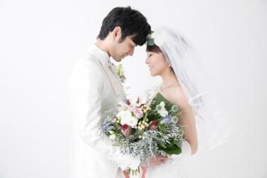 結婚式の断り方は仕事でもいい?欠席の理由や伝え方について