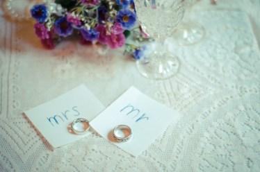 ゴールドの結婚指輪の着用は葬式でOK?NGとされるデザインは