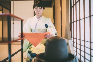【袱紗の渡し方】包み方から結婚式での渡し方まで徹底解説