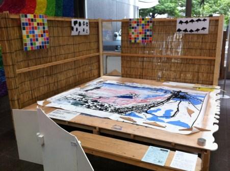 みどり保育園の児童の巨大絵画制作も同じ場所内で行われました。