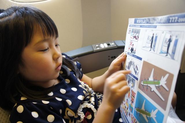 子供(3歳)と国際線で長時間の飛行機 !  暇つぶし対策とおもちゃ。