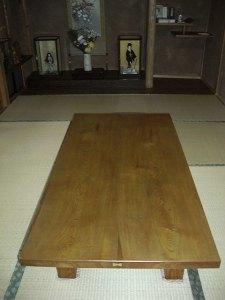 栓(セン)の座卓(カシュー塗り)