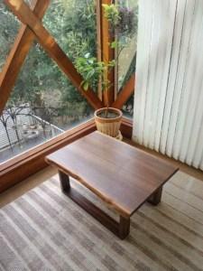 ブラックウォールナットの小テーブル