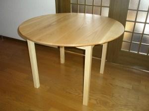 アッシュの丸テーブル