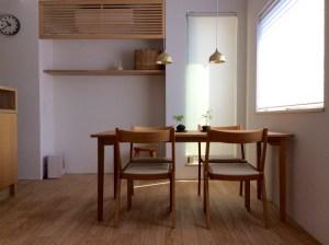 クルミのシンプルテーブル