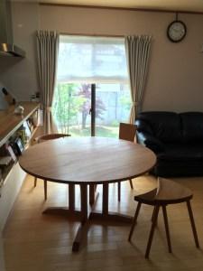 胡桃の丸テーブル