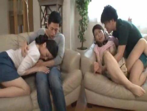 熟年女優の佐藤美紀と三浦恵理子が乱交で同時におまんこを嵌められてるスワッピング動画無料