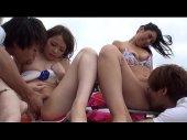 海でBBQの最中に大乱交パーティーに発展してるパリピなギャルのすわッピングカップル体験
