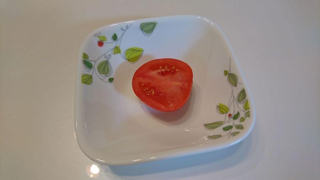 半分に切ったトマト