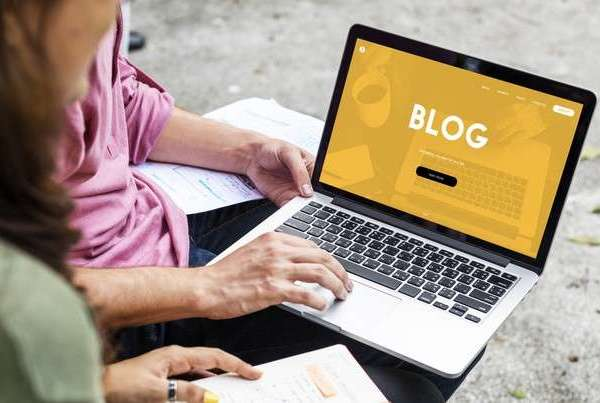 4 Reasons Why You Should Add a Blog on Your E-Commerce Store