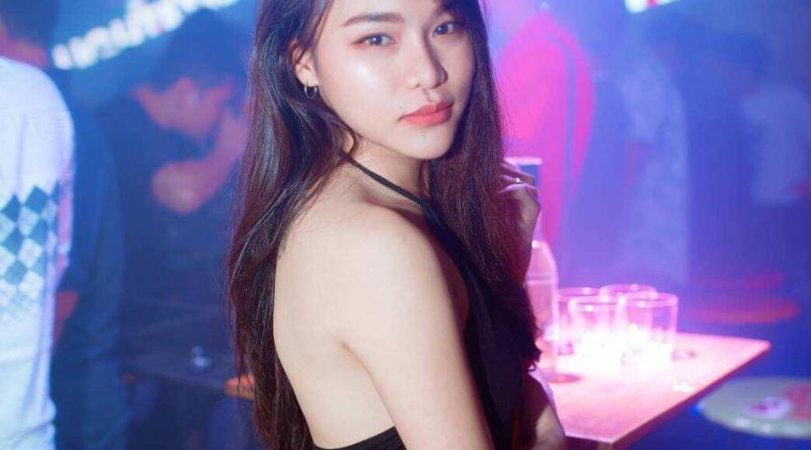 TheKLDude吉隆坡大城堡美女伴游-PINK