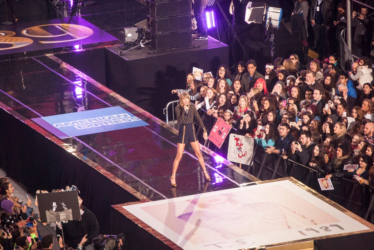 Taylor Swift Performs on GMA in NYC