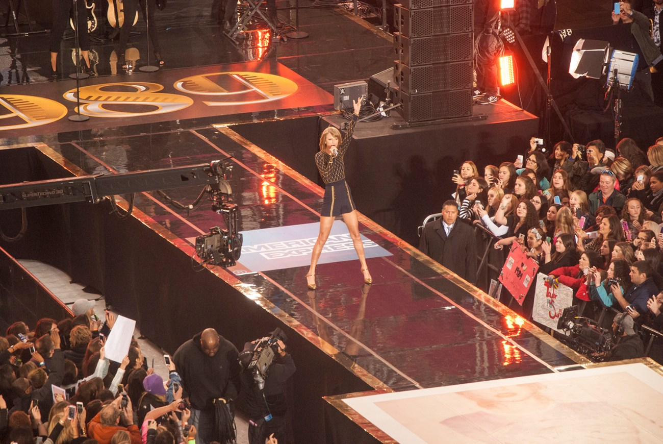 Taylor Swift Rocks Times Square