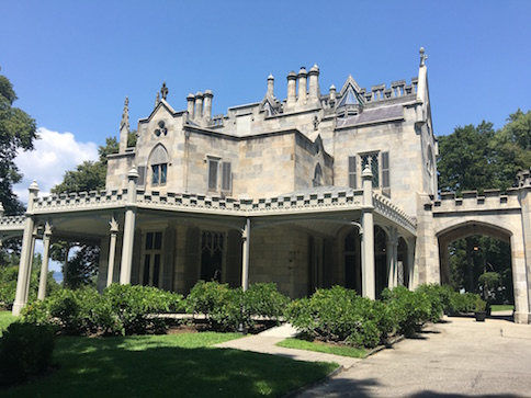 Entrance to Lyndhurst Mansion