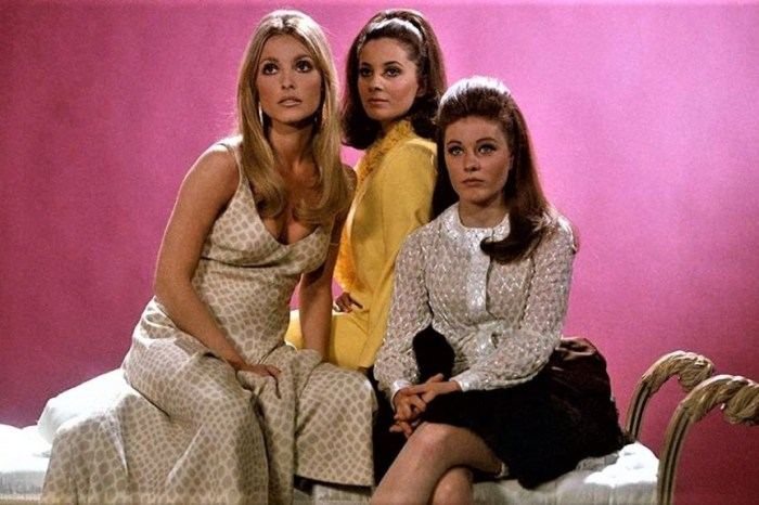 "Full Circle Flashback: 'Valley of the Dolls' Review: ""In Remembrance"""