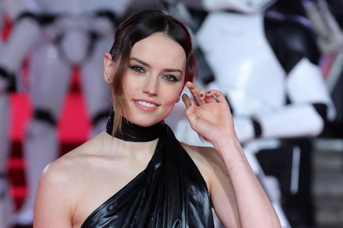 Daisy Ridley In Talks To Star In 'Young Woman And The Sea' Adaptation For Disney+