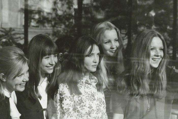 """Full Circle Flashback: 'Don't Cry, Pretty Girls' Review - """"Because of a Flower"""""""