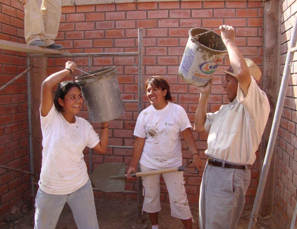Mom Ana building her home