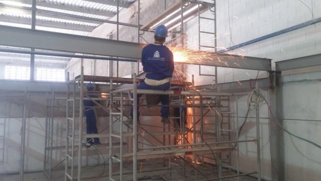 Soldagem da Estrutura Mezanino Metálico em Polo Industrial