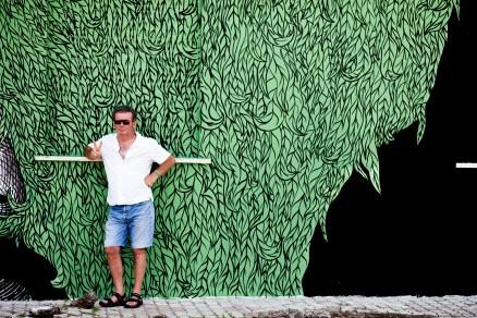 Andrea Casciu fa da sfondo