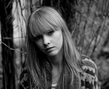 """Watch Lucy Rose Perform Her New Single, """"Morai"""", for Burberry Acoustic"""