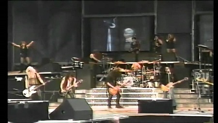 "FIB Flashback: Lenny Kravitz Performs ""Always on the Run"" w/ Guns n' Roses & Slash"