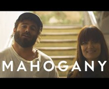 "Angus & Julia Stone Perform ""Snow"" on Mahogany Sessions"