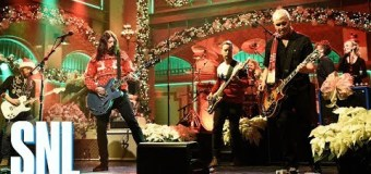 """Foo Fighters on Saturday Night Live, SNL, 2017, """"Everlong"""", Christmas, The Peanuts"""