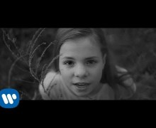 """Sheryl Crow Pens Sandy Hook Song """"The Dreaming Kind"""""""