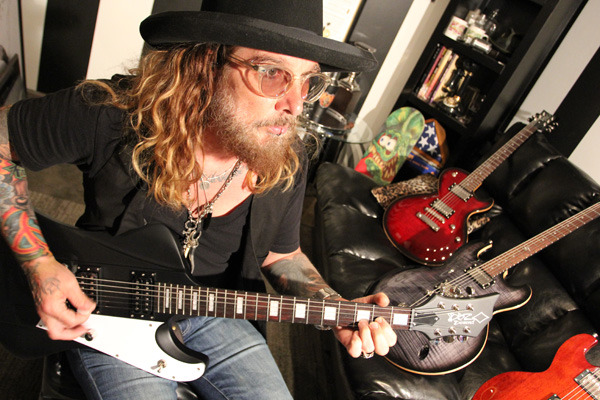 John Corabi Interview - Dead Daisies, Motley Crue, The Scream, Nashville, Mick Mars