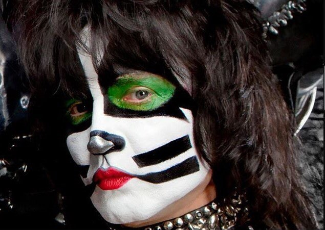 "Paul Stanley, ""HOAX! Eric Singer is absolutely fine"" - KISS in Montreal 2019"
