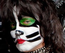 "Paul Stanley, ""HOAX! Eric Singer is absolutely fine"" – KISS in Montreal 2019"