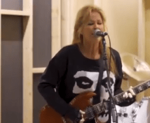 "Lita Ford Performs ""Cherry Bomb"" @ The Garage 2019 – Rock & Roll Hall of Fame – The Runaways – VIDEO"