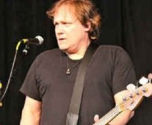 Steve Earle & The Dukes Bassist Kelley Looney Dies