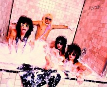 Photographer Mick Rock Talks The Mötley Crüe Cocaine Bubble Bath – VIDEO