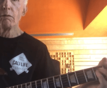 "Robby Krieger of The Doors Gives ""Roadhouse Blues"" Guitar Lesson – VIDEO"
