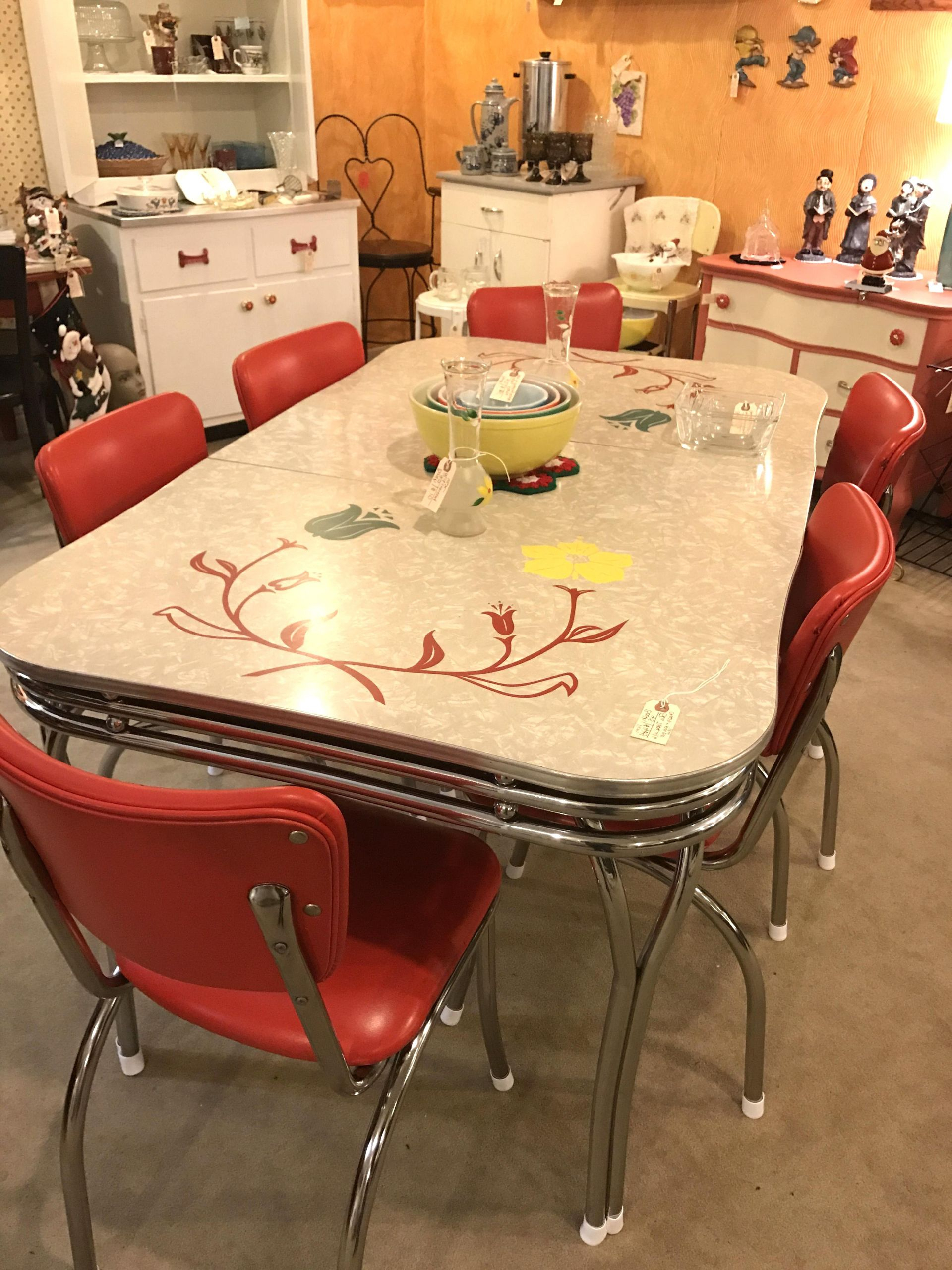 cher charmant vintage formica table