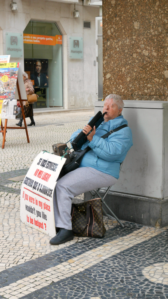 A woman without eyes plays her melodica for passersby. I gave her a couple euros and bade her good day.