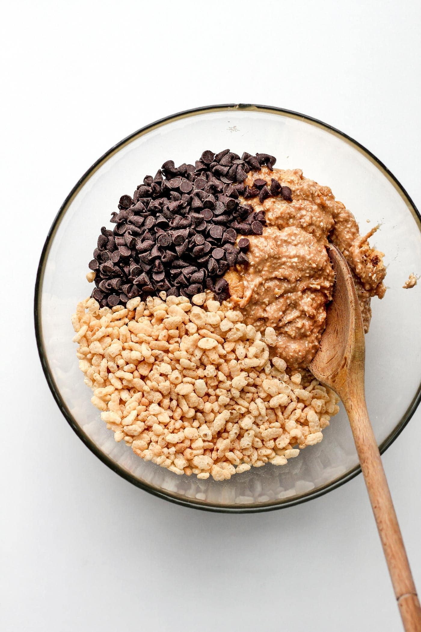 Chewiest Chocolate Chip Granola Bars