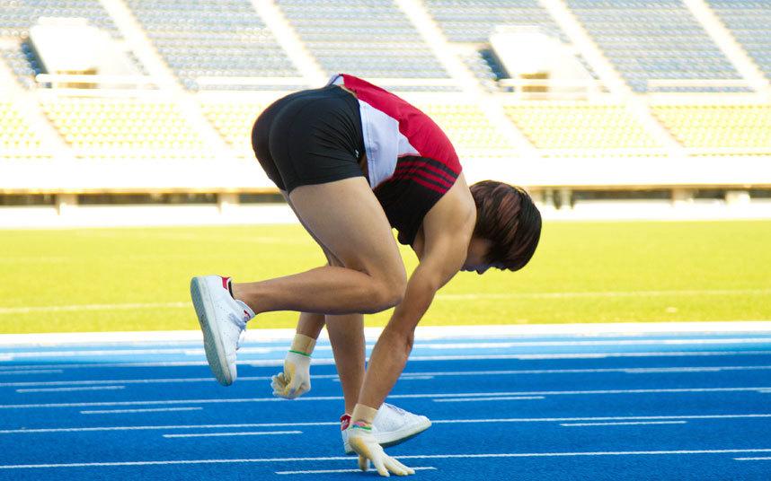 2. Кеничи Ито установил рекорд по самому быстрому бегу на 100 метров на четвереньках. Стометровку Кеничи преодолел за 15,71 секунду. Токио, Япония.