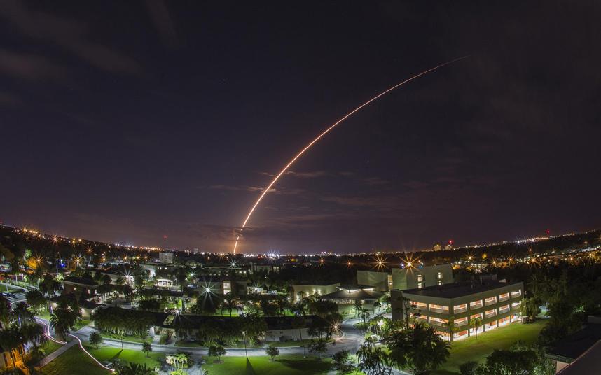 32. Запуск ракеты Атлас-5 с мыса Канаверал во Флориде. Фото: REUTERS / Michael Brown.