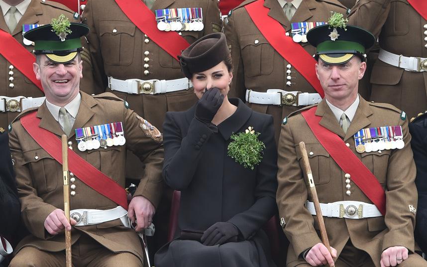 7. Герцогиня Кембриджская Кэтрин на Параде Дня Святого Патрика в Монсе.