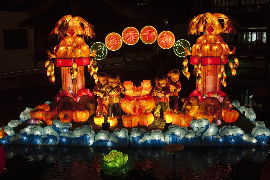 30. Праздник фонарей Юаньсяо в Китае.