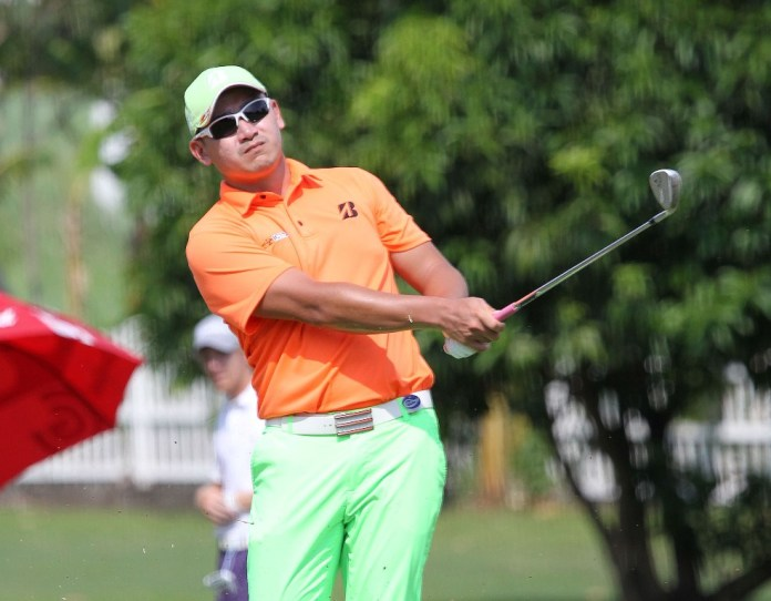 Angelo Que fired an opening round of 67 to join four others atop the leader board.